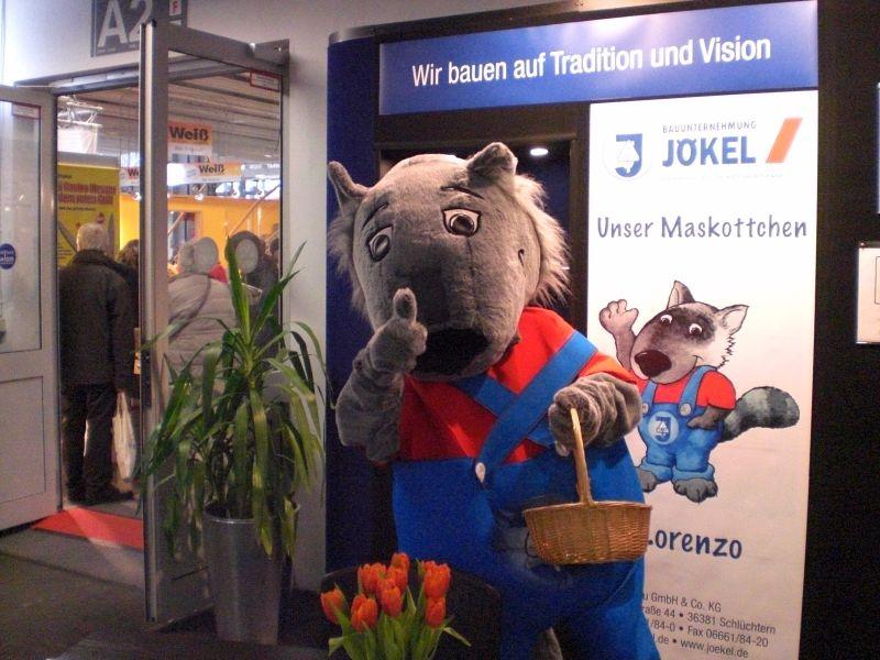JB-Maskottchen Lorenzo in Aktion - Baumesse Offenbach 02-12.jpg