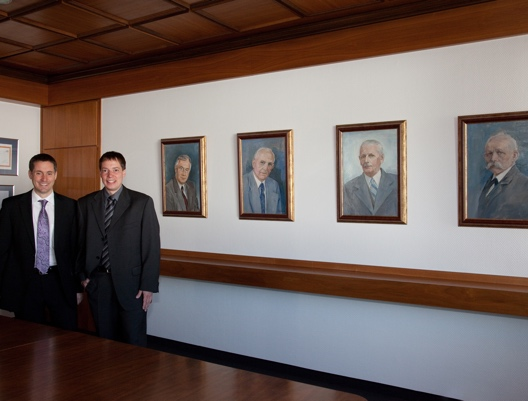 JB-5. Generationen Peter Jökel, links, Stefan Jökel, rechts_klein.jpg
