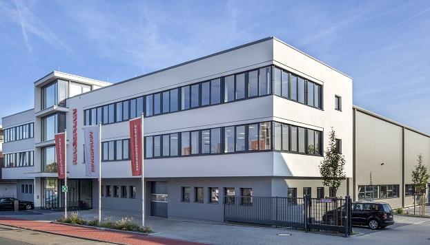 Verwaltungsgebäude und Produktionshalle in Bad Homburg
