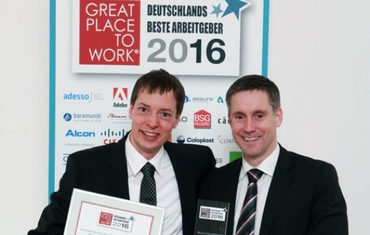 Stefan Jökel (links) und Peter anlässlich Preisverleihung Great Place to Work 2016 (klein)